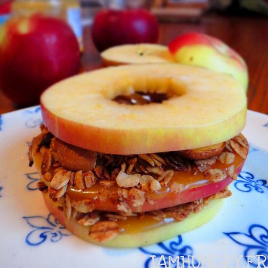 Sandwich de pommes, muesli et caramel