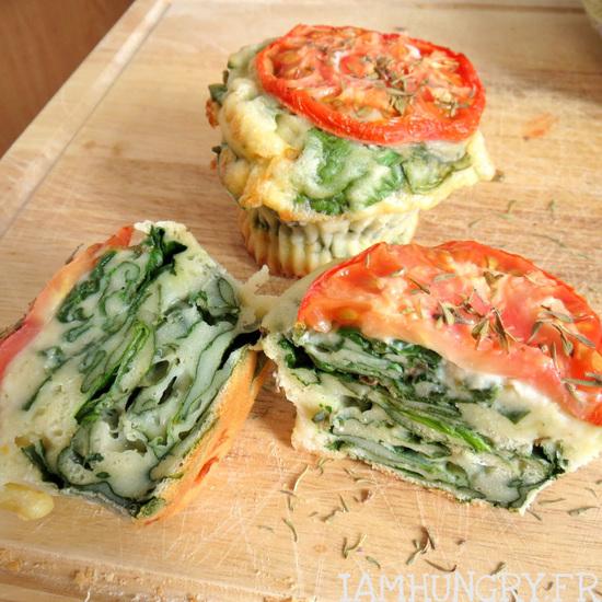 Muffins de pousses d'épinards et tomate