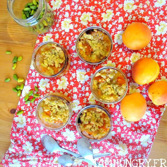 Crumble aux abricots et à la pistache
