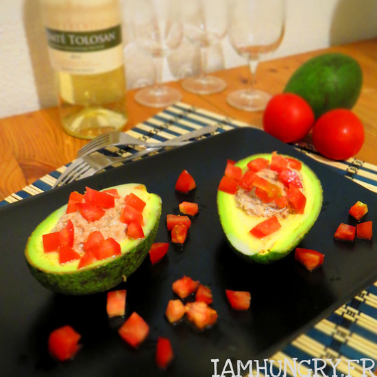 Avocat farci au thon et tomates