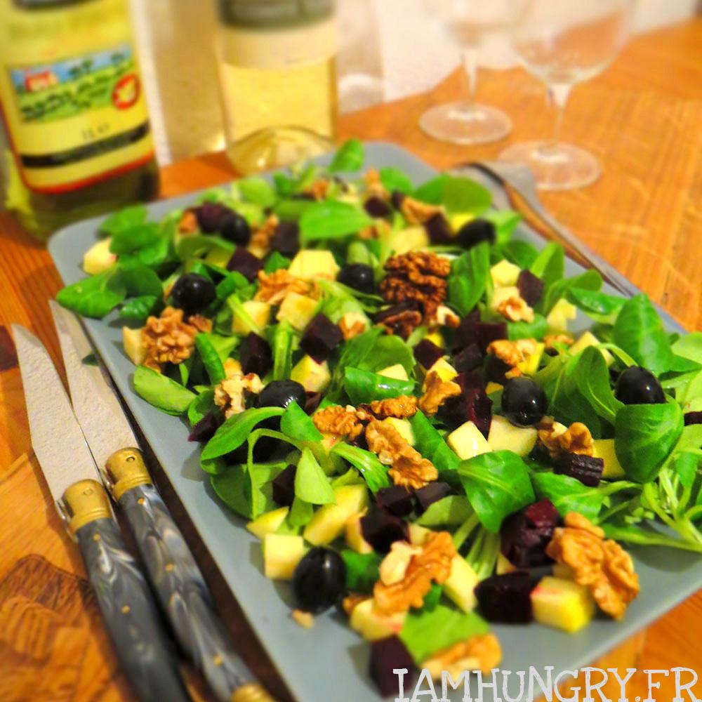 Salade d'hiver aux pommes betteraves et aux noix