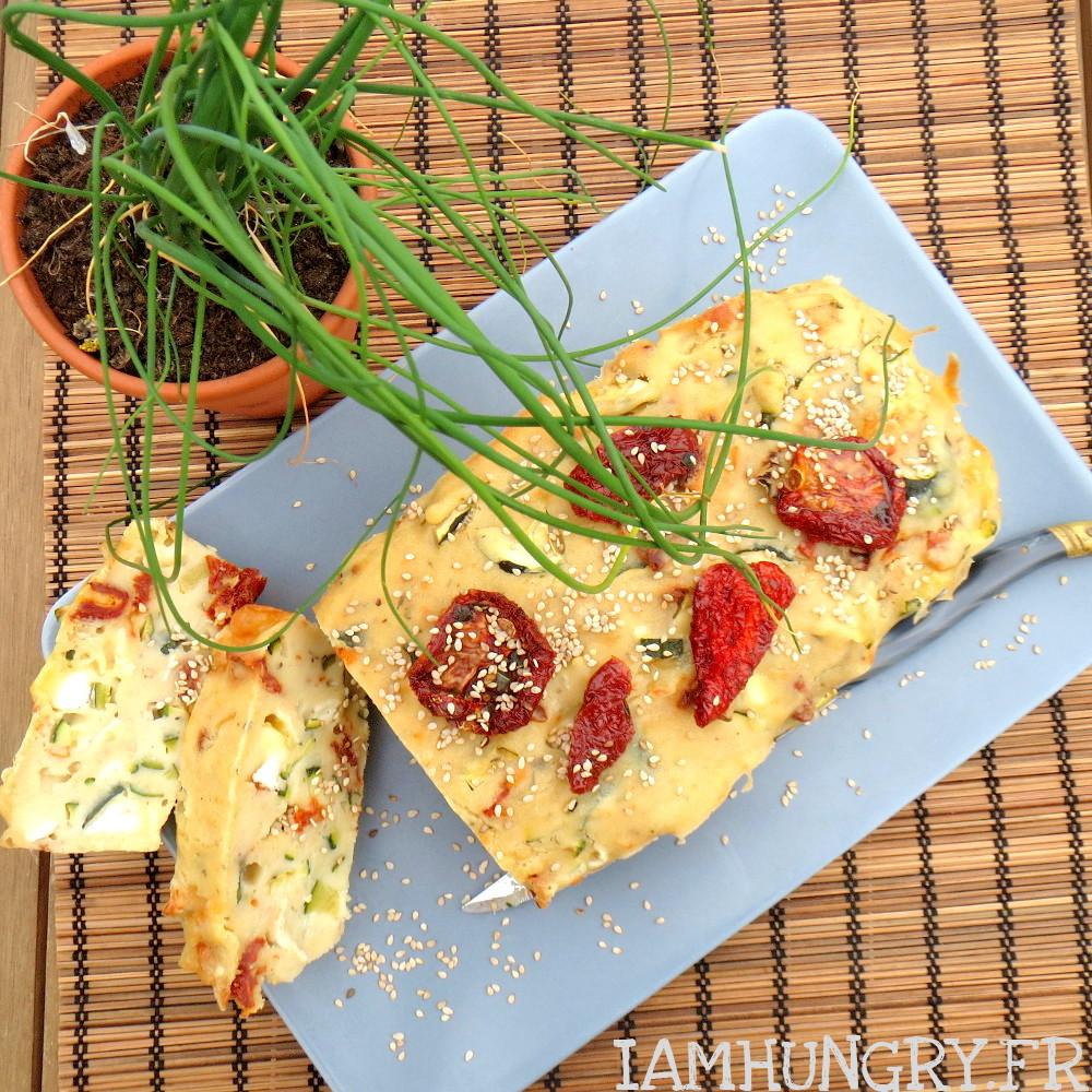 Cake aux tomates séchées, courgettes chèvre et tofu soyeux