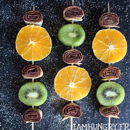 Brochettes de crêpes roulées aux fruits