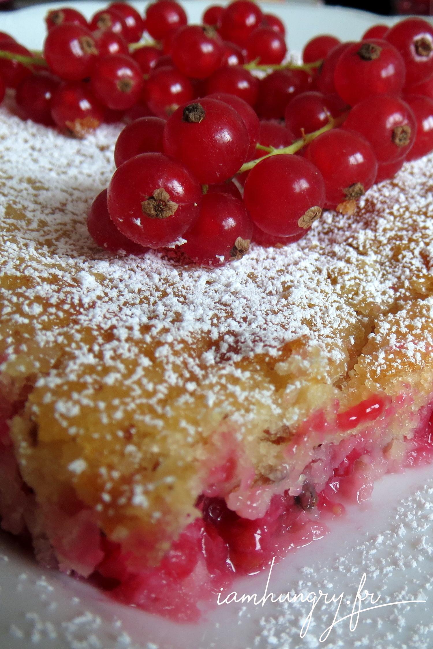 Gâteau à l'amande et aux groseilles