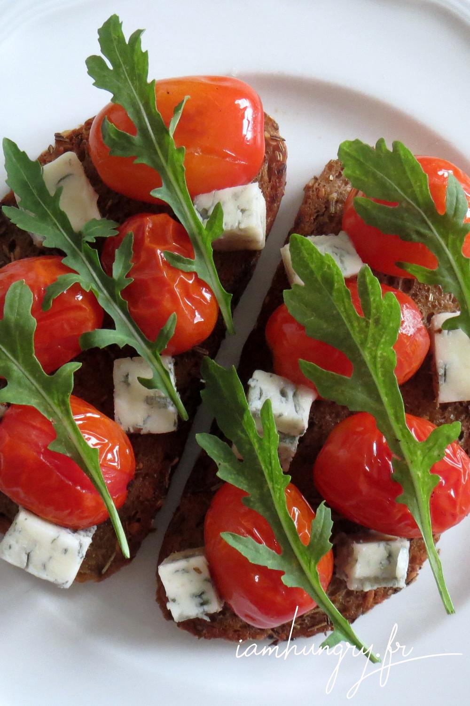 Tartines tomates roquefort