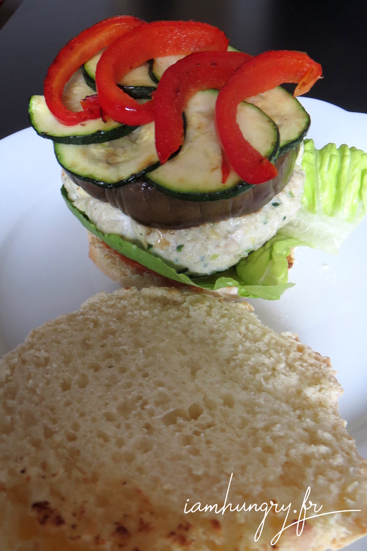 Burger poulet le%cc%81gumes grille%cc%81s