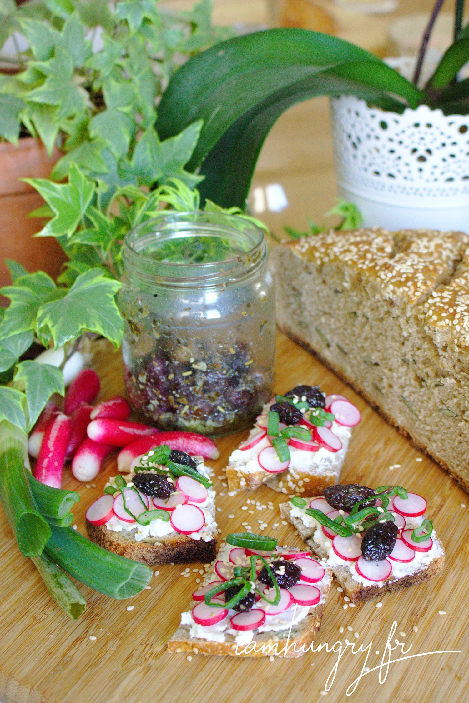 Toasts de radis et olives