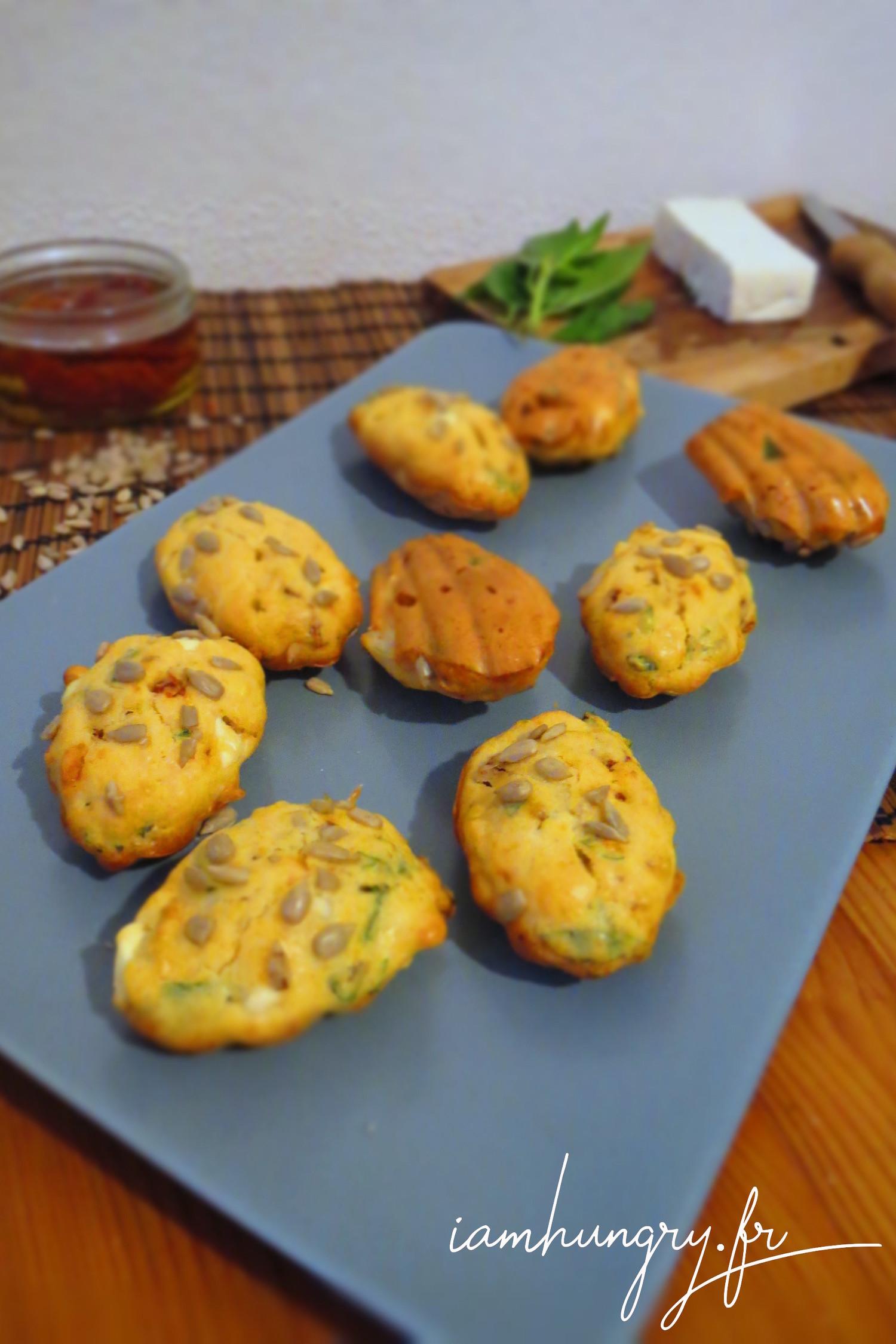 Madeleines aux tomates séchées, fêta et basilic