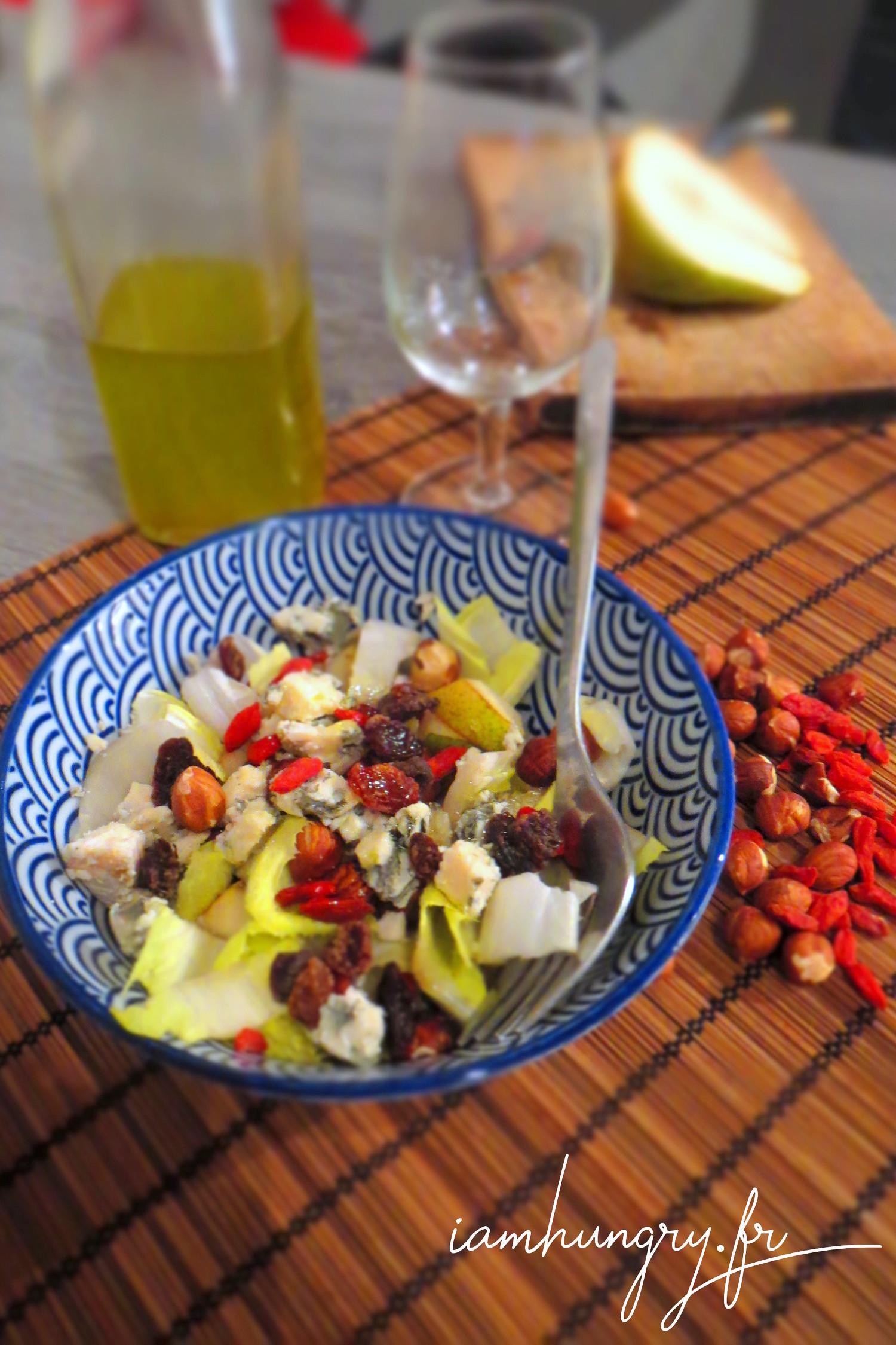 Salade d'endives aux poires roquefort et fruits secs