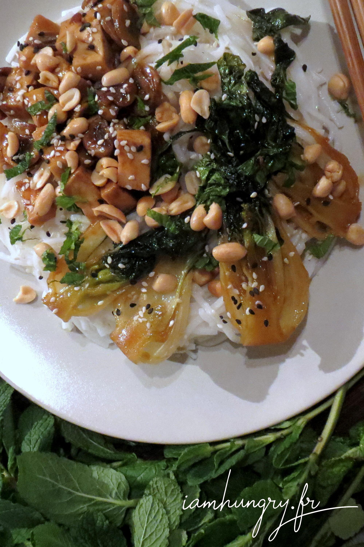 Nouilles chinoises au mini bok choy et champignons