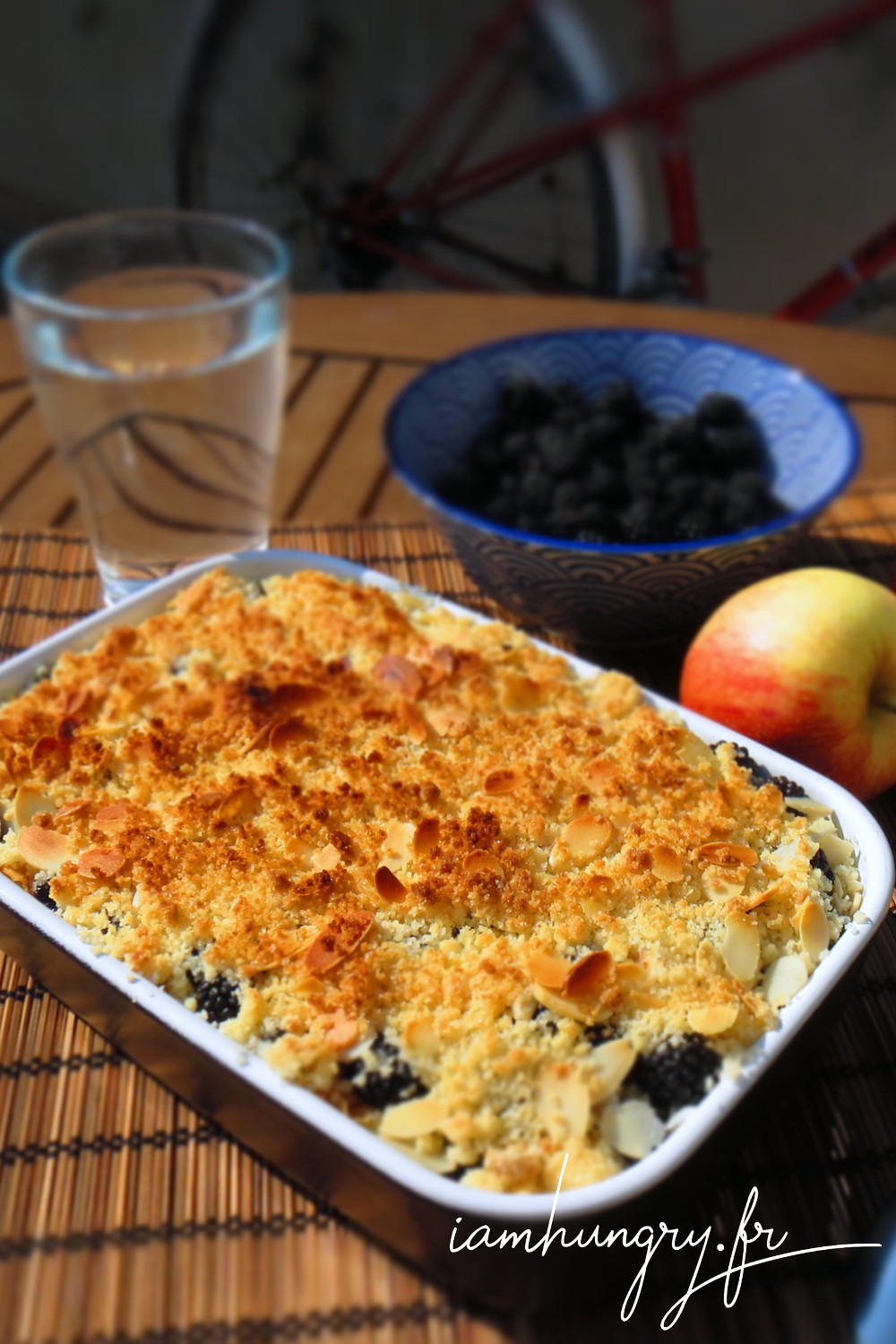 Crumble pomme mure amandes
