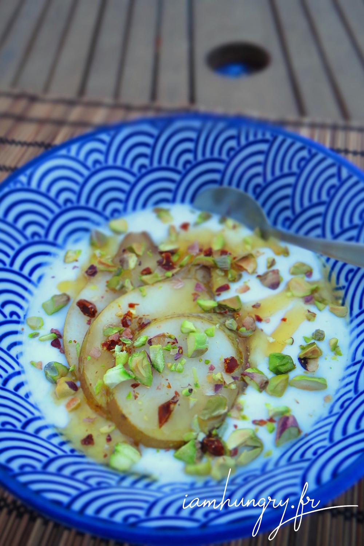 Poire poche%cc%81e miel pistache yaourt