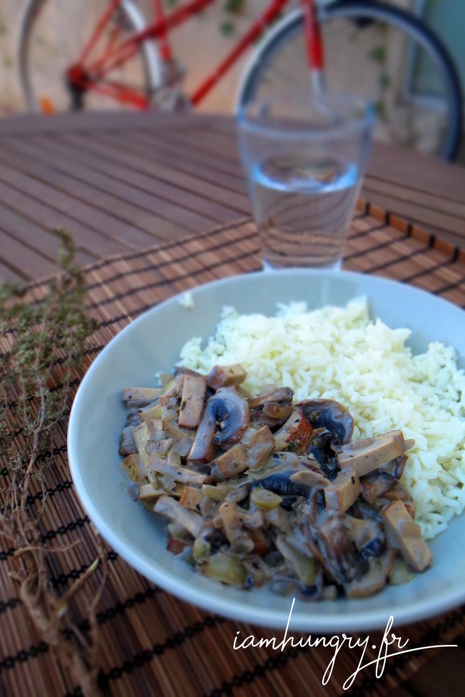 Poelee champignons tofu fume%cc%81