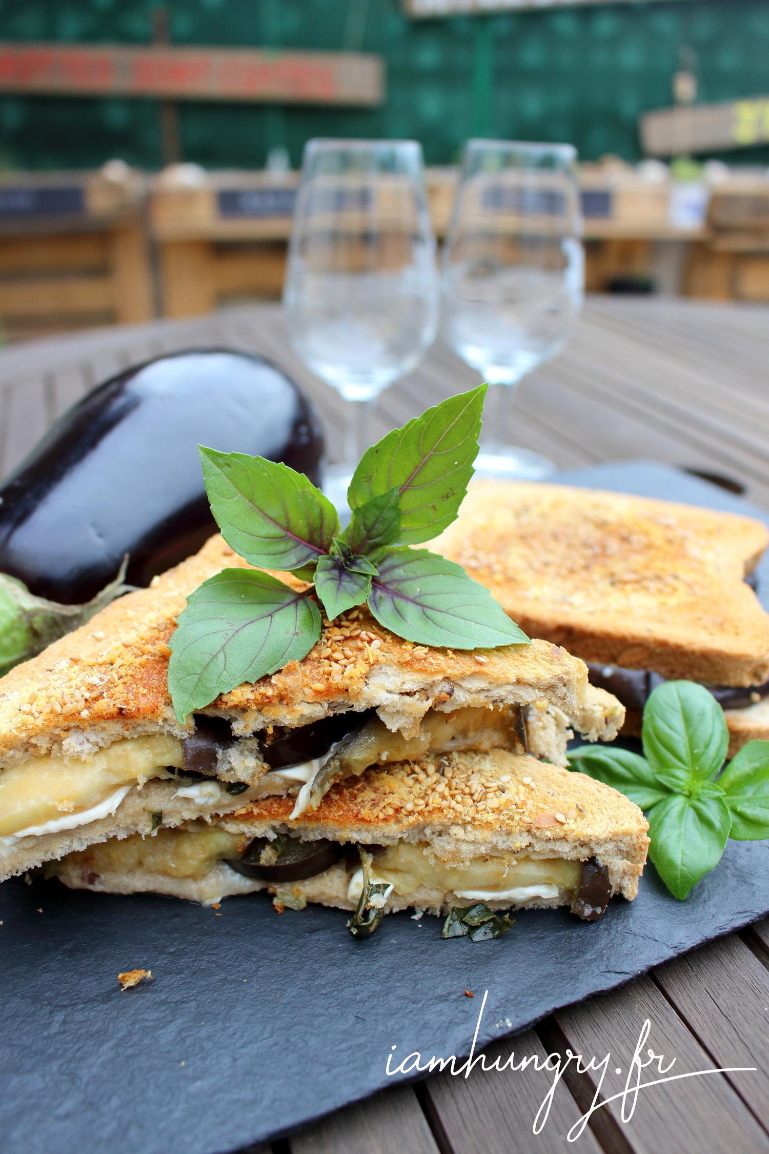 Croque-monsieur aubergine chèvre basilic