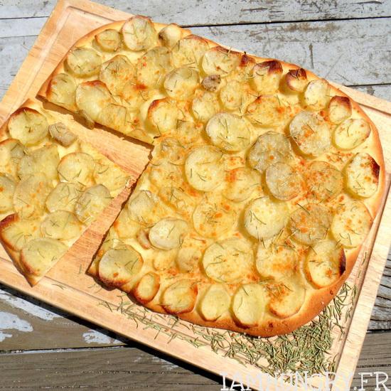 Pizza romaine aux pommes de terre et romarin
