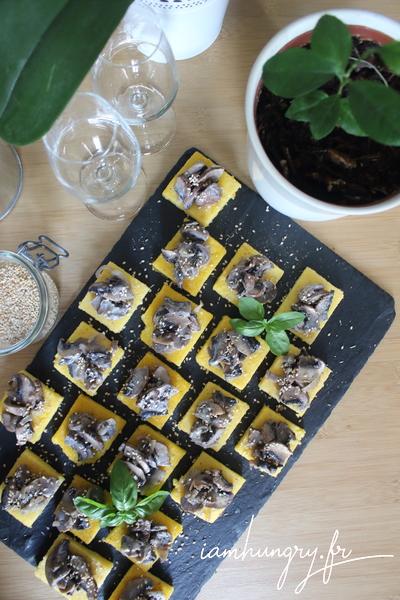 Carrés de polenta aux petits champignons
