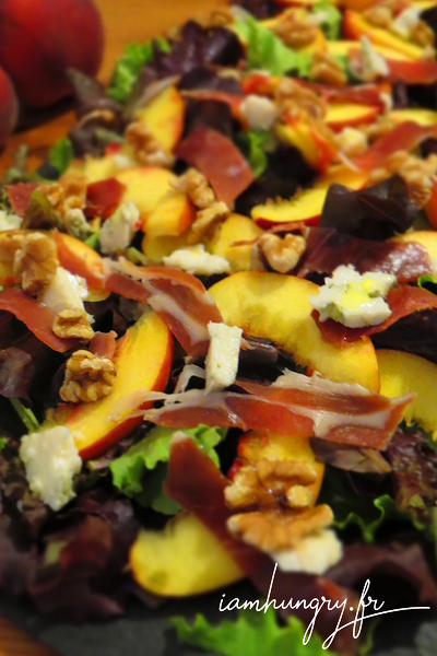 Salade de pêche au roquefort noix et jambon de parme