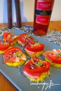 Toasts polenta tomate