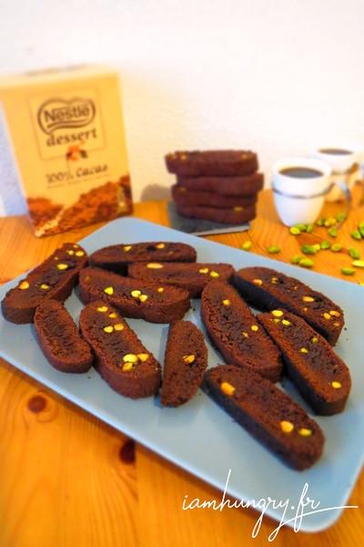 Croquants au cacao et aux éclats de pistache