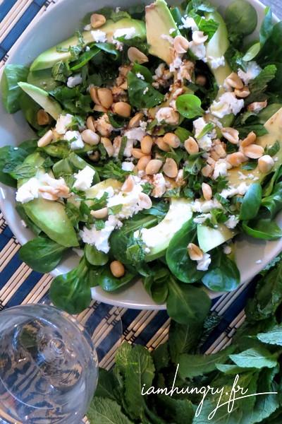 Salade d'avocat féta et noix de cajoux