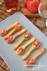 Cuiie%cc%80res aperitives tomates roquefort