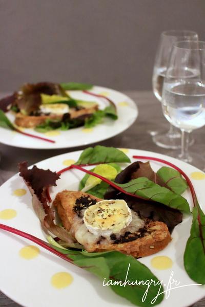 Salade de chèvre chaud sur pain perdu