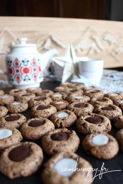 Biscuits à la noix farcis au chocolat