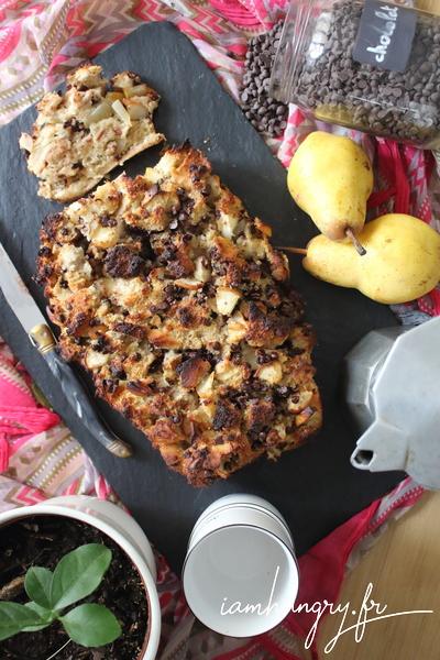 Gâteau de pain perdu aux poires et chocolat