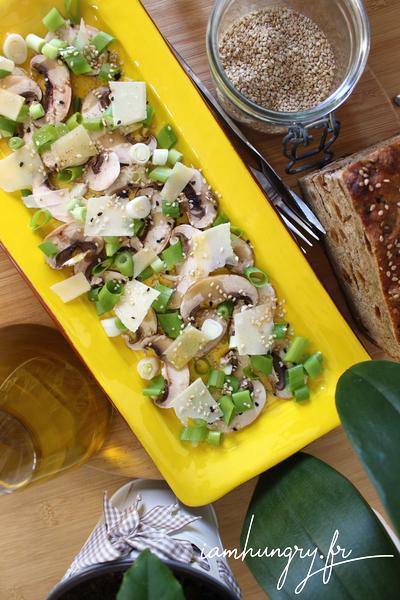 Salade de champignons et oignons frais