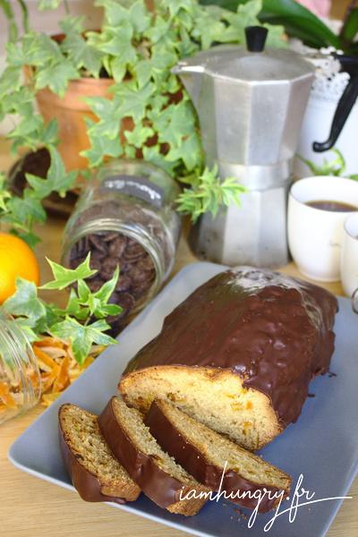 Gâteau aux écorces d'orange nappé de chocolat