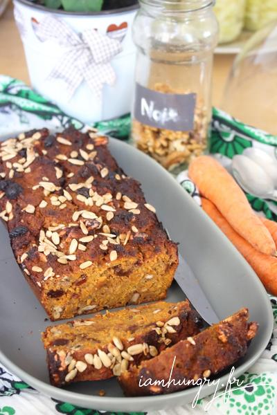 Gâteau du petit déjeuner à la carotte et à la chapelure